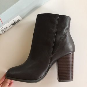 NIB Sole Society Boots Booties brown leather 9